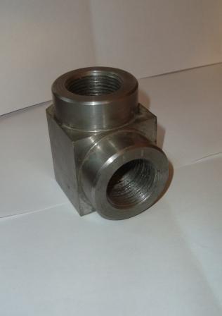 угольник стальной проходной присоединительные размеры на трубопровод Ду 12 ГОСТ 16053-70 материал сталь 12ХМА